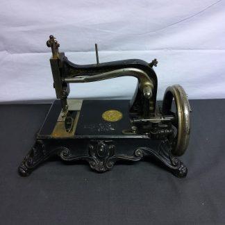 Antikk symaskin