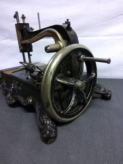 Antikk symaskin 3