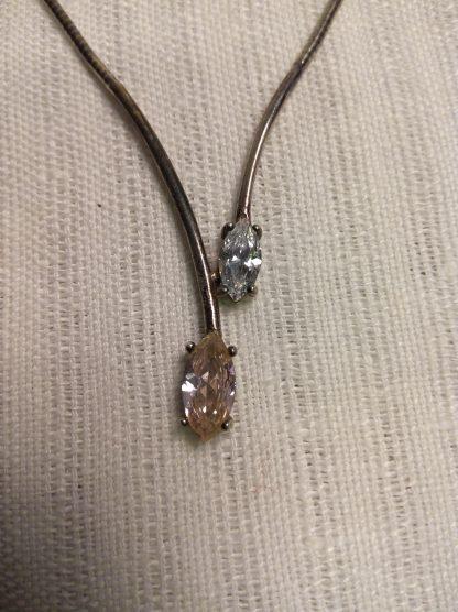 Sølvsmykke med to steiner