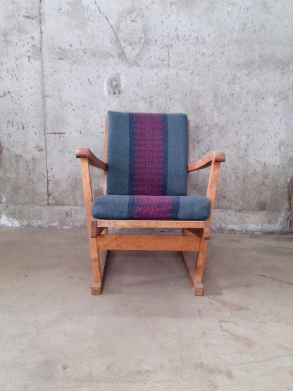 Vintage stol med blå og plommerød putetrekk 2