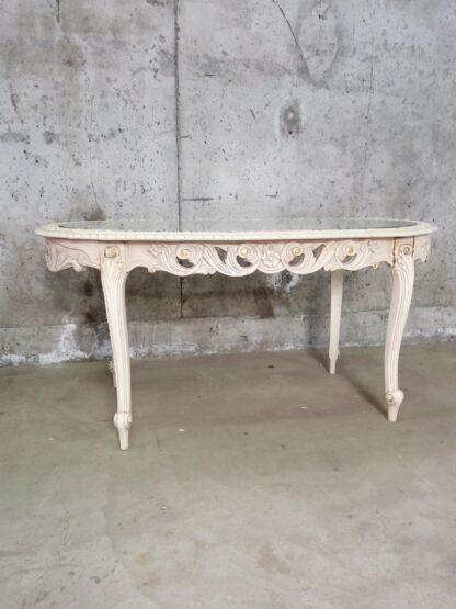 Unikt bord med utskjæringer og glessplate 9
