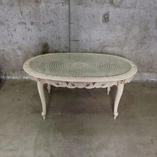Unikt bord med utskjæringer og glessplate
