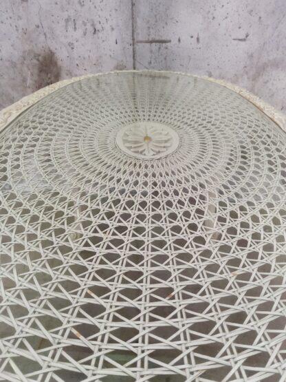 Unikt bord med utskjæringer og glessplate 5