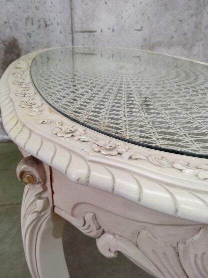 Unikt bord med utskjæringer og glessplate 6
