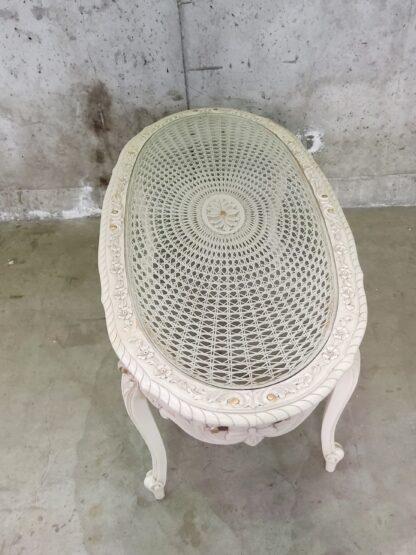 Unikt bord med utskjæringer og glessplate 7