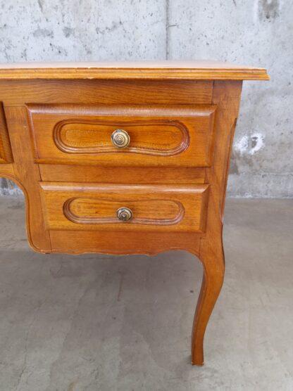 Eldre skrivebord med skuffer 2