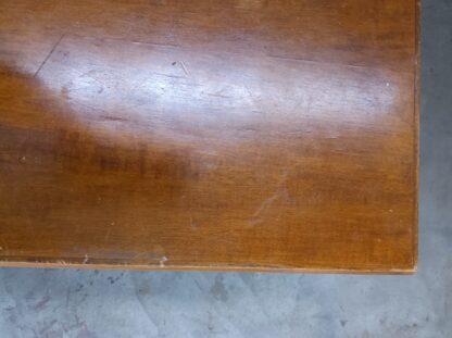 Eldre skrivebord med skuffer 3