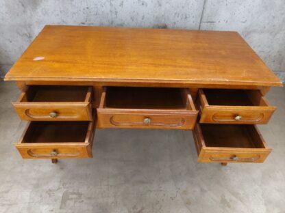 Eldre skrivebord med skuffer 6