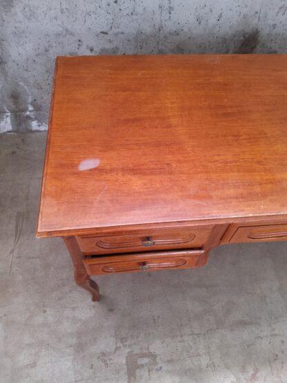 Eldre skrivebord med skuffer 7