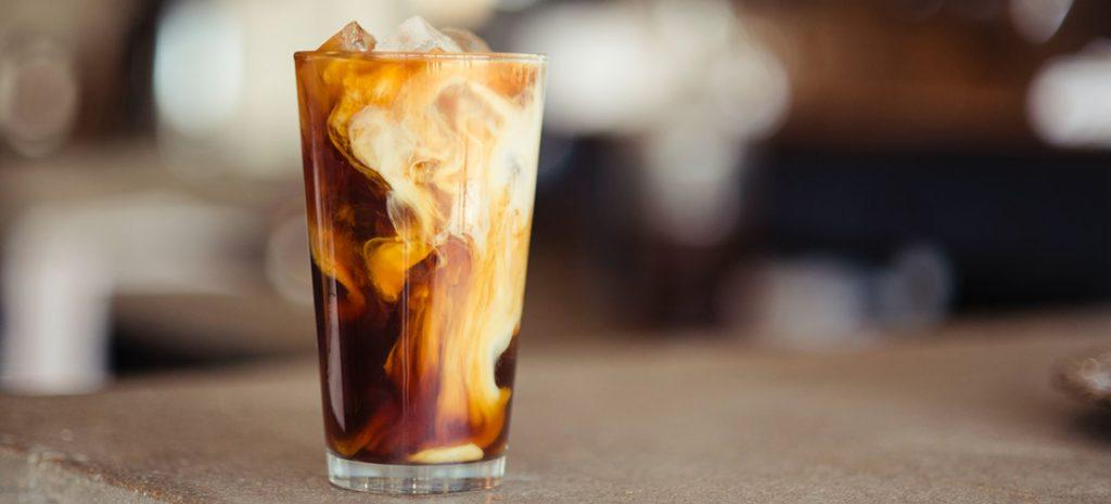Iskaffe med kaffeisbiter